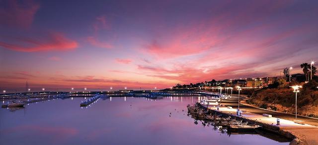 Il porto turistico di Marina di Ragusa al tramonto