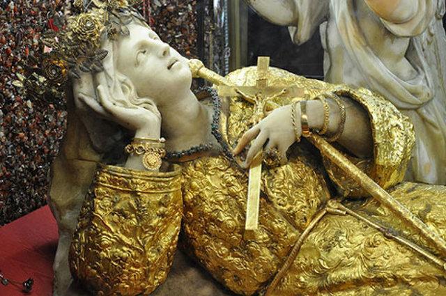 Statua di Santa Rosalia nel Santuario di Monte Pellegrino