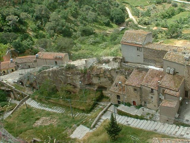 Museo della Civiltà Contadina e Grotte Museo di Sperlinga