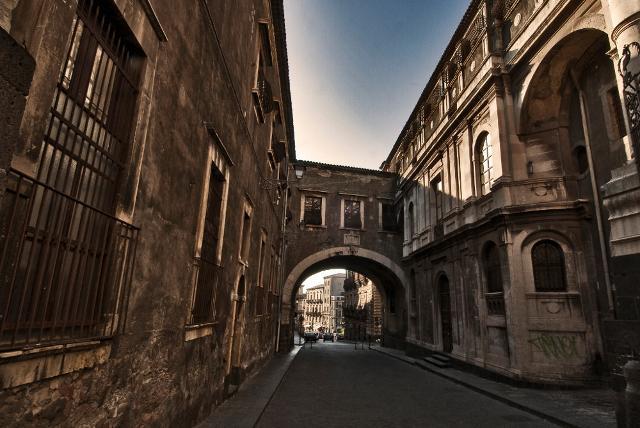 Arco di Via dei Crociferi a Catania - ph Alfio Bonina