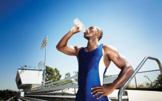 Bere acqua, un gesto da campioni !