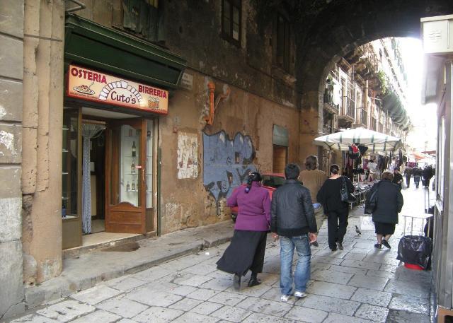 L'Arco Cutò è l'accesso a Ballarò da via Maqueda - Palermo