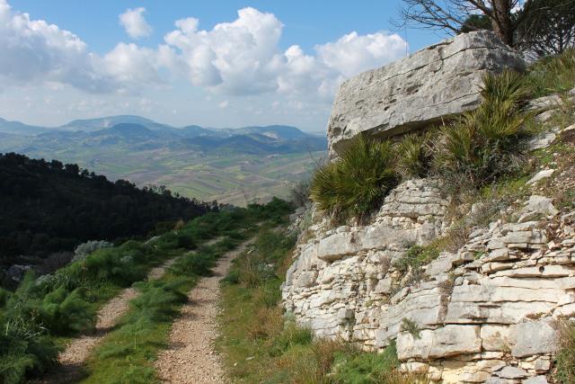 Percorso lungo la Riserva di Monte Bonifato