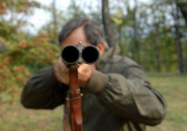 Chiunque dotato di buonsenso posticiperebbe l'apertura della caccia...