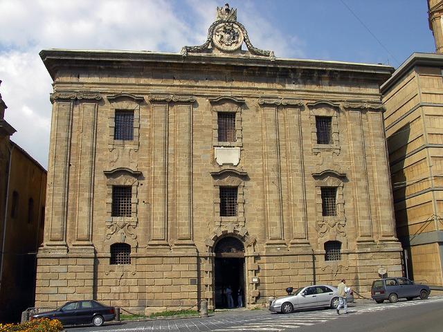 Il Carcere Borbonico di Caltagirone, sede di un piccolo museo civico con una mostra permanente di opere contemporanee in ceramica