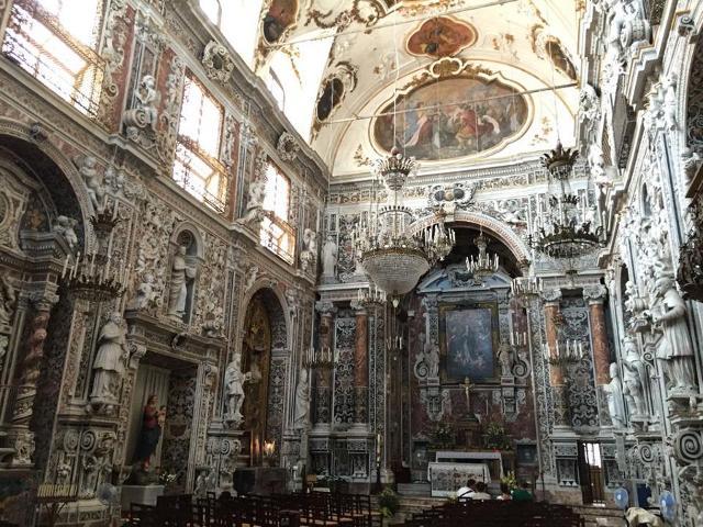 Il ricchissimo interno della Chiesa dell'Immacolata Concezione al Capo, a Palermo
