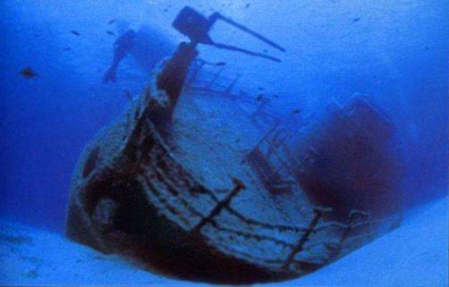 Uno dei relitti nei fondali della secca di Capo Graziano - Filicudi