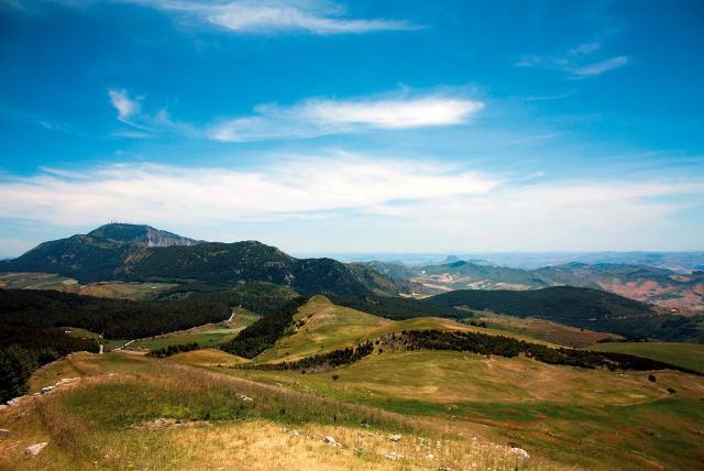 Un panorama dei Monti Sicani, confine tra le provincie di Agrigento e Palermo