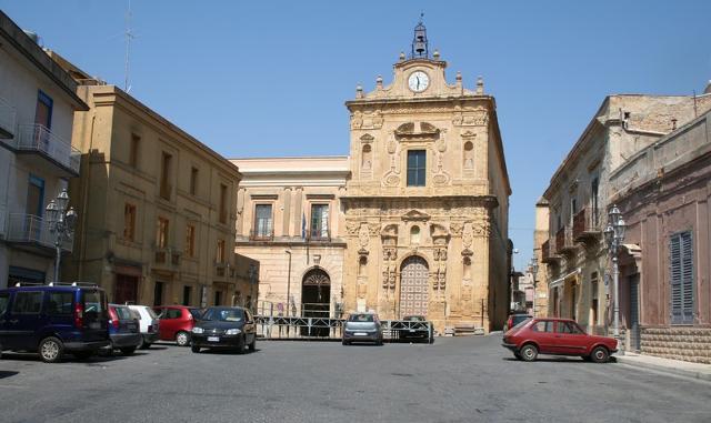 La Chiesa e l'ex convento di San Francesco in Piazza Garibaldi a Naro (AG)