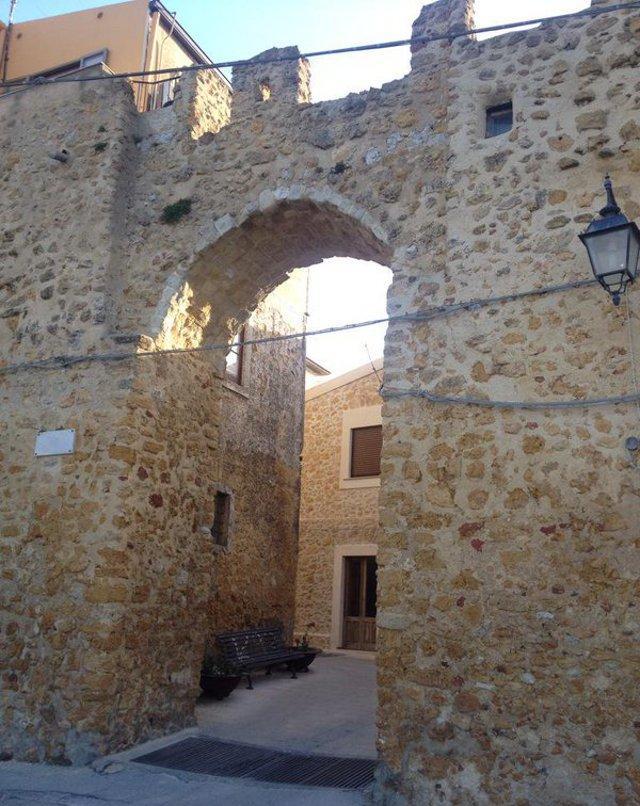 La Porta Vecchia di Naro (AG) meglio conosciuta come la Porta d'Oro