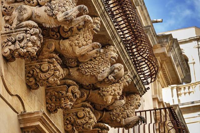 Un balcone di Palazzo Nicolaci di Villadorata a Noto
