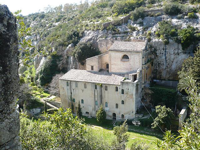L'Eremo di San Corrado fuori le Mura che si trova a 9 km a nord ovest di Noto