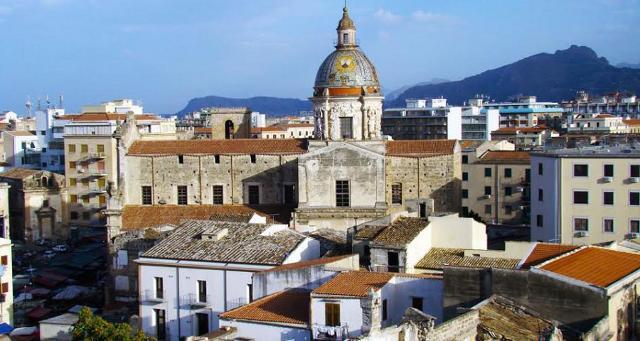 La Chiesa del Carmine con la sua splendida cupola maiolicata - Palermo