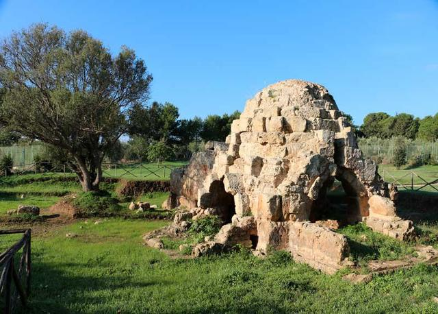 Bagno termale arabo di Mezzagnone ('u dammusu ri Mezzagnuni'), località vicino Santa Croce Camerina