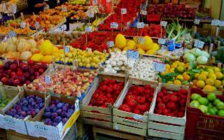 La frutta caccia via la deflazione