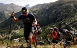 Il patron della Virgin, Richard Branson, corre verso l'Etna per beneficenza
