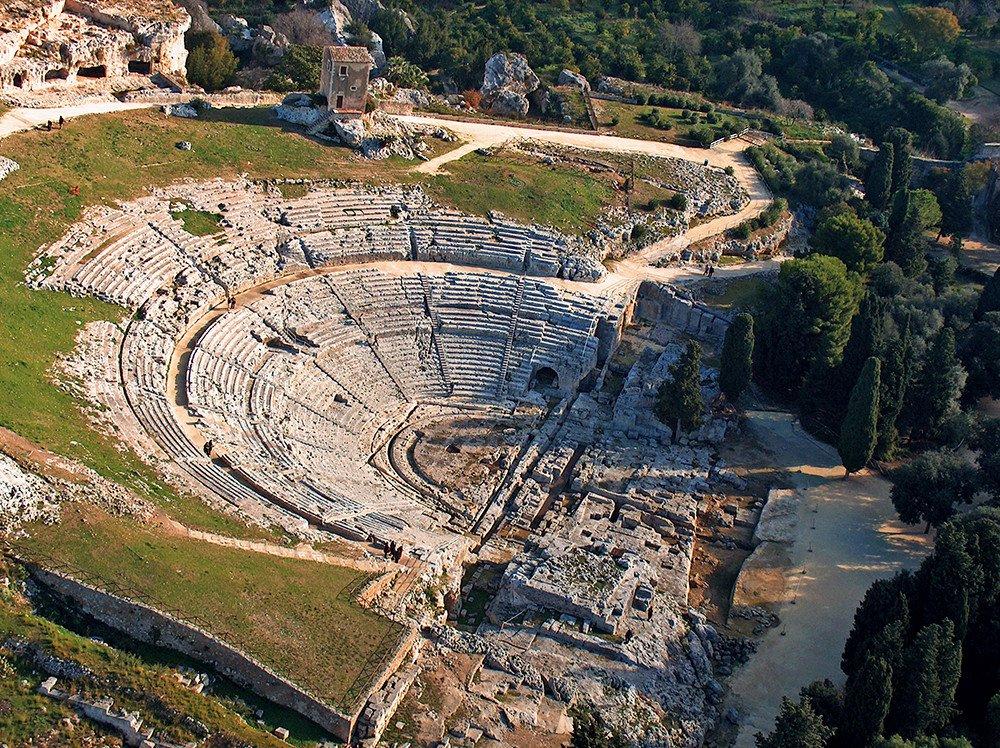 Siracusa e le Necropoli rupestri di Pantalica