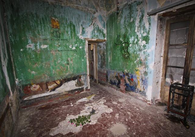 Una delle stanze dell'Abbazia di Thélema