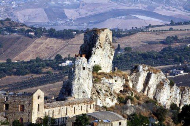 I resti del Castello di Pietrarossa - Caltanissetta