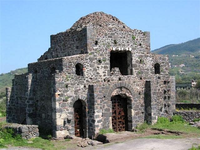 """Chiesa di Santa Domenica (""""cuba bizantina"""") - Castiglione di Sicilia (CT)"""
