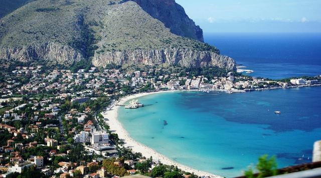 Turismo: viaggiatori promuovono Palermo, 9 su 10 consigliano città