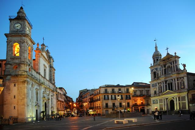 Piazza Garibaldi con la Cattedrale dedicata a Santa Maria La Nova e a San Michele e la Chiesa di San Sebastiano