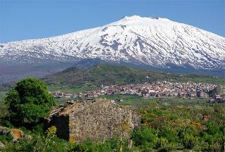 Maletto, la porta dell'Etna