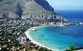Spiagge vietate a Palermo l'1 e il 2 maggio