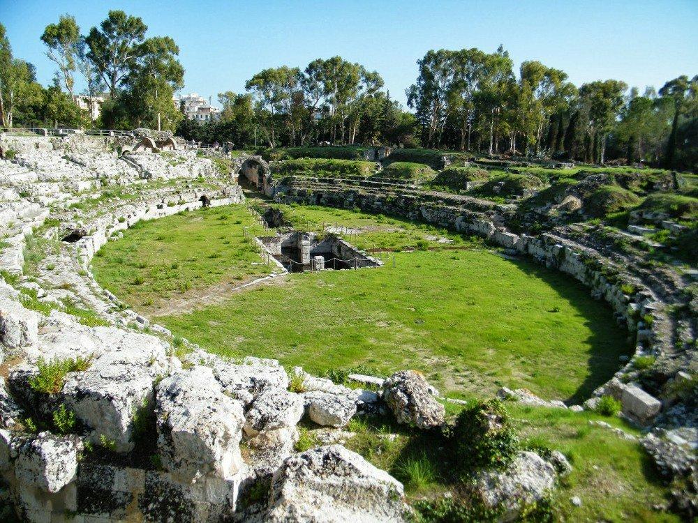 Anfiteatro romano e Teatro greco
