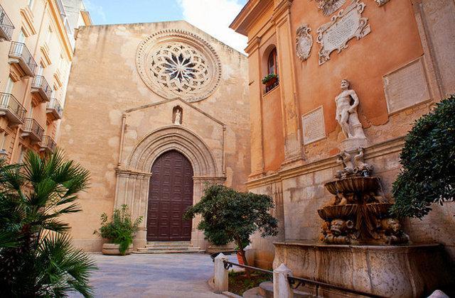 La chiesa di Sant'Agostino e la fontana di Saturno - Trapani