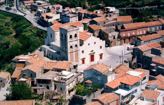 La Chiesa madre di Roccavaldina, dedicata al protettore San Nicolò di Bari