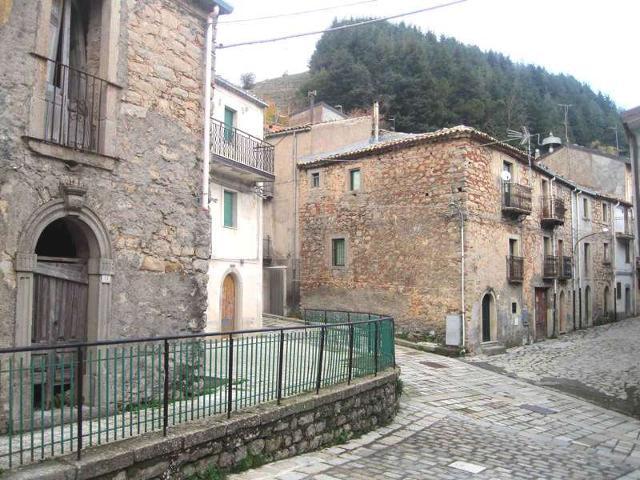 Il centro storico di Floresta