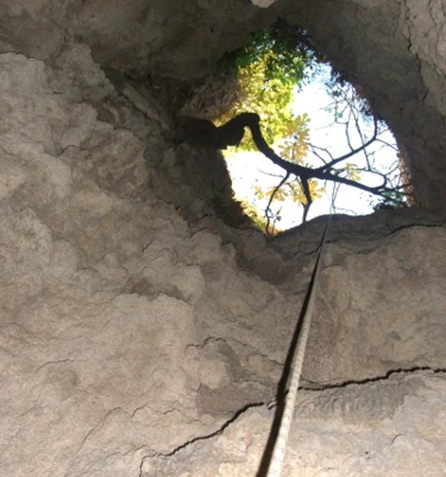 L'ingresso della Grotta del Teschio di Ciminna