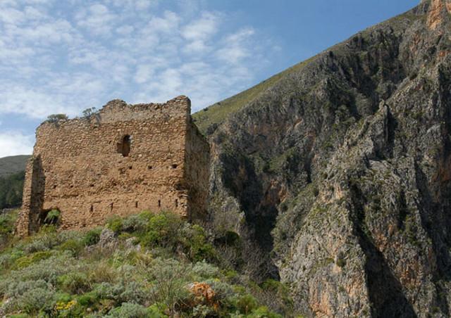 I ruderi del castello di Isnello
