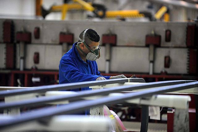 La crescita della domanda è prevista per gli  operai specializzati e conduttori di macchine...
