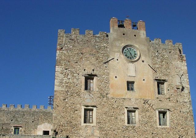 Il fronte del Castello Beccadelli Bologna di Marineo