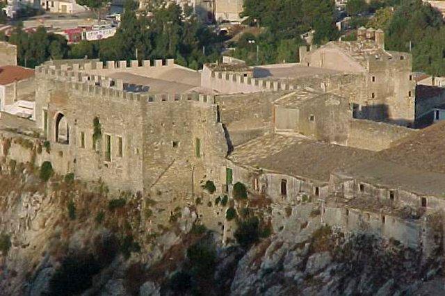 Il Castello Beccadelli Bologna di Marineo visto dal retro