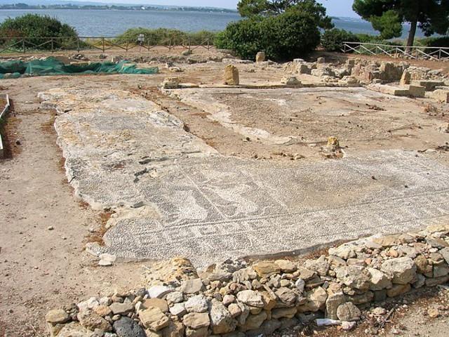 """Il pavimento della """"Casa dei Mosaici"""" nell'isola di Mozia (TP)"""