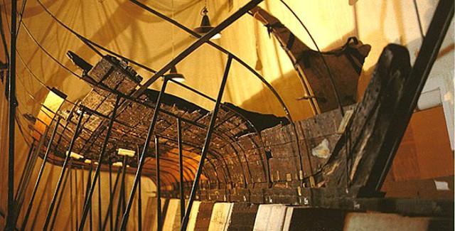 """Il relitto della nave punica ritrovata presso Punta Alga, sul litorale nord di Marsala, conservato nel Museo Archeologico regionale Lilibeo """"Baglio Anselmi"""""""