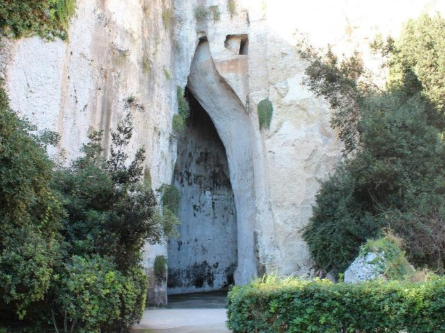 L'Orecchio di Dionisio che si trova nelle Latomie del Paradiso
