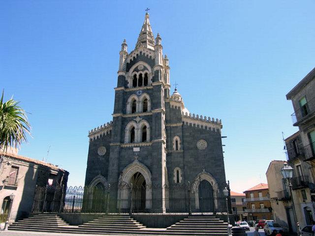 """La bellissima Basilica """"nera"""" di Santa Maria - Randazzo (CT)"""