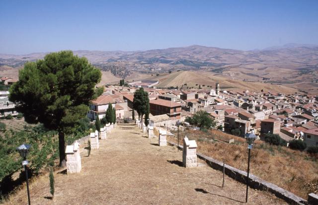 La salita del Calvario di Villalba fotografata da Salvatore Lumia
