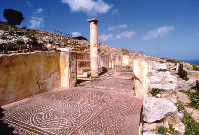 Alcuni resti della cittadella di Solunto