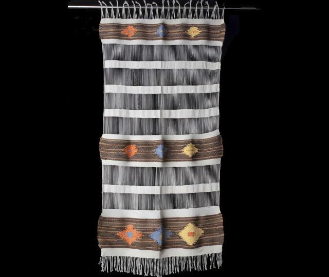 """Una raffinata tendina dall'impronta etnico realizzata da """"La Tela di Penelope"""""""