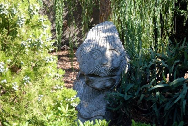 Una delle sculture presenti nella Villetta Comunale di Buseto Palizzolo