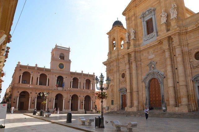 Palazzo VII Aprile e Chiesa Madre