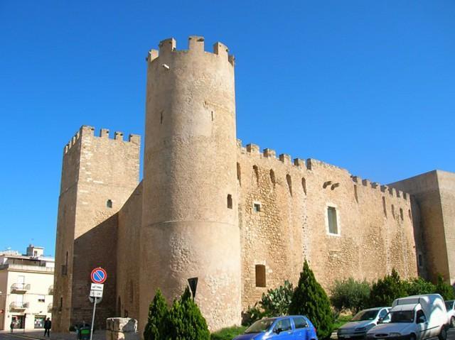 Una delle torri cilindriche del Castello dei Conti di Modica ad Alcamo
