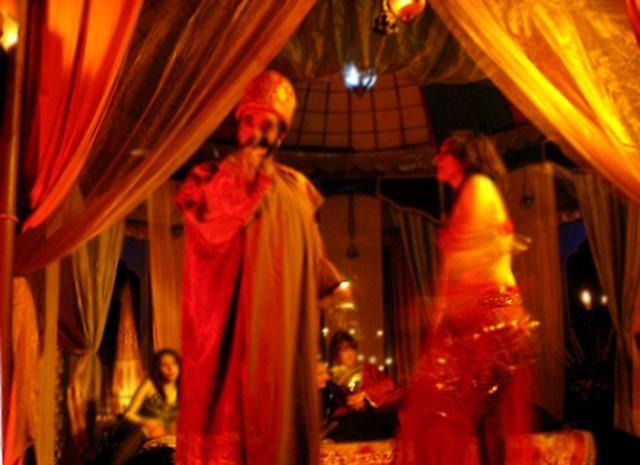 Erode nella sua alcova in una scena dal Presepe vivente di Castanea delle Furie