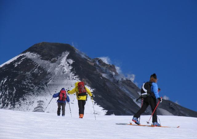 Sciare su un vulcano, e in particolare sull'Etna, offre sensazioni uniche e irripetibili...