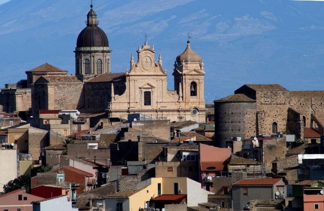 Veduta della chiesa di San Nicolò - S.S. Salvatore di Militello in Val di Catania
